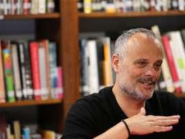 El director de ópera hispano-mexicano Francisco Negrín, ofrece una entrevista a Efe este martes, en Lima (Perú). EFE/Ernesto Arias