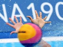 La selección española de waterpolo cayó hoy ante la de Hungría por 13 a 11 en un igualado encuentro del Mundial de Gwangju (Corea del Sur), y tendrá que pelear por obtener el pase a cuartos de final del torneo. EFE/Antonio Bat