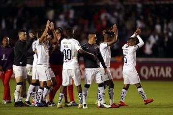 Liga sorprende a Independiente y compra su billete. EFE/Walter Moreno/Archivo