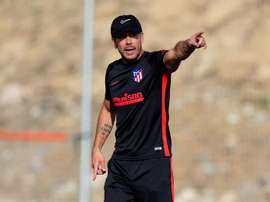 Simeone focused his attention on two contenders for left-back. EFE
