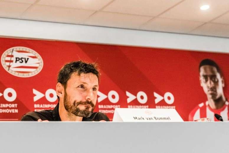 El entrenador holandés seguiría siendo técnico del PSV. EFE