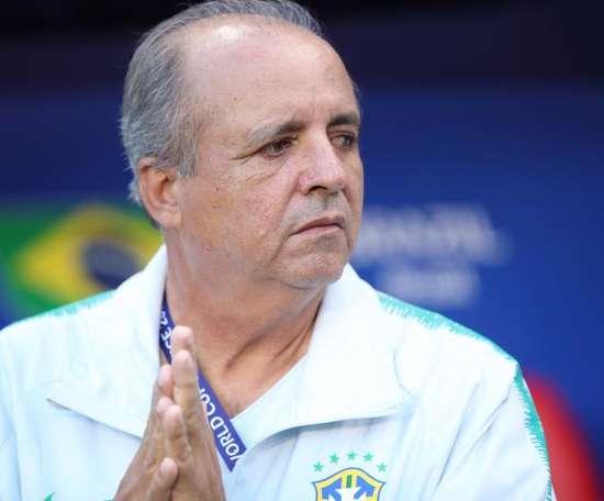 La Confederación Brasileña destituye a Vadao, seleccionador femenino. FE/Tolga Bozoglu/Archivo