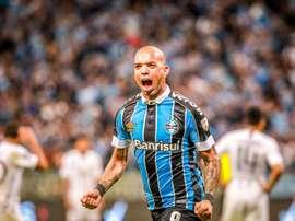 Diego Tardelli entrou em campo para empatar a partida. Arquivo/EFE/Silvio Ávila