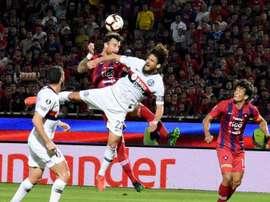 Cerro Porteño e San Lorenzo são multados por confusão entre torcidas. EFE/Andrés Cristaldo