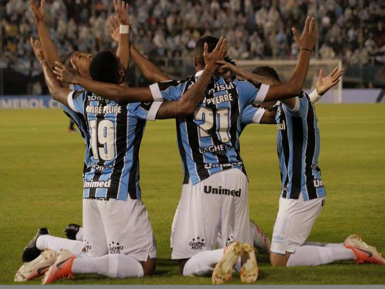 Pinchazo de Atlético Mineiro; Gremio somete a Paranaense. EFE