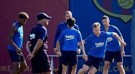 La défense du Barça, en expérimentation face à Séville. EFE