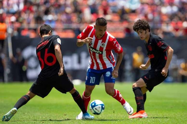 Juan Manuel Sanabria (i) pudo haberse ido al Liverpool, pero persiguió su sueño. EFE/Archivo