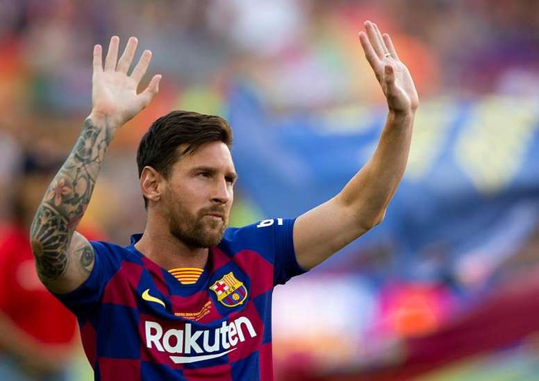 Messi promised the Camp Nou that Barça will fight for all titles. EFE