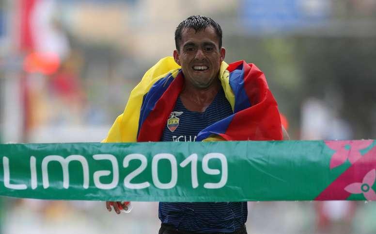 Paulino Villanueva de Ecuador gana la medalla de oro este domingo en la final masculina de marcha 50 km de los Juegos Panamericanos Lima 2019, en Lima (Perú). EFE/Martin Alipaz