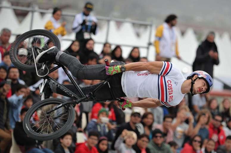 Kenneth Tencio, de Costa Rica, fue registrado este domingo, durante las pruebas de BMX estilo libre masculino de los Juegos Panamericanos Lima 2019, en Lima (Perú). EFE/Paolo Aguilar