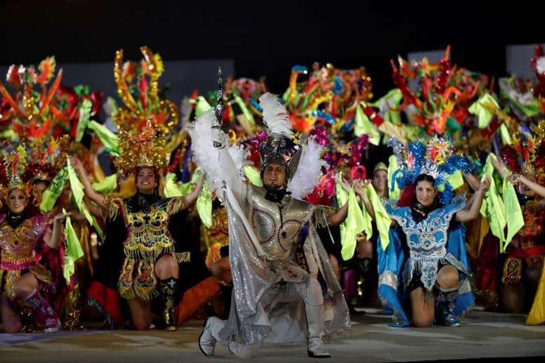 Artistas participan en la ceremonia de clausura de los Juegos Panamericanos 2019 este domingo en Lima (Perú). EFE/Christian Ugarte