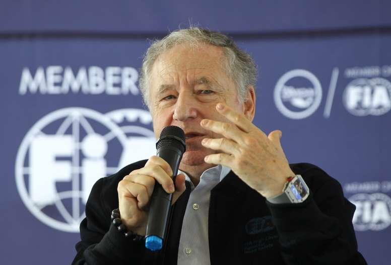 El presidente de la FIA, Jean Todt, habla este domingo durante una conferencia de prensa en Ciudad de México (México). EFE/Mario Guzmán
