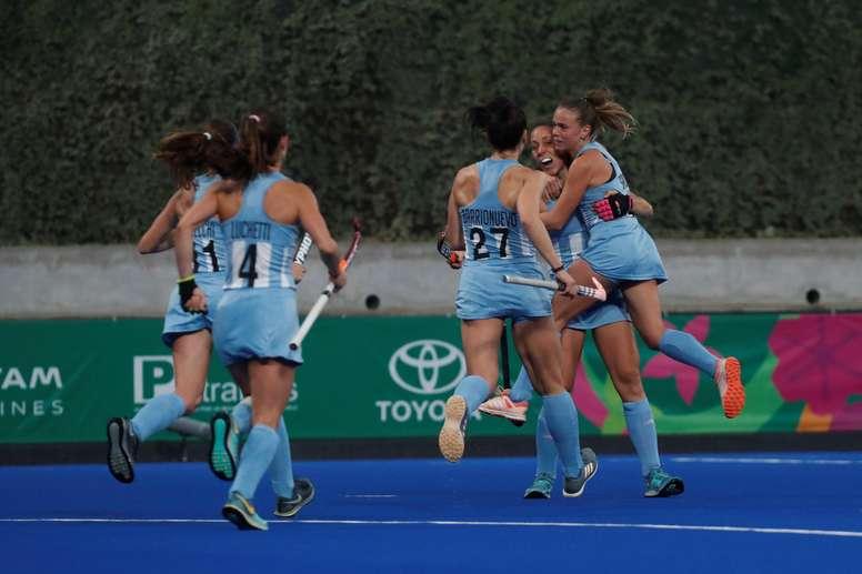 Jugadoras de Argentina celebran un gol ante Canadá en la final de hockey femenino en los Juegos Panamericanos Lima 2019, en Lima (Perú). EFE/Christian Ugarte