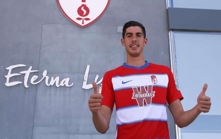 El Sevilla cedió a Carlos Fernández y el futbolista está deseando que empiece el curso. EFE