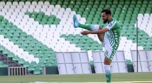 Borja Iglesias debuta ante uno de sus rivales favoritos. EFE
