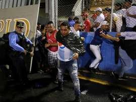 Elevan a cuatro los muertos en la batalla campal en Honduras. EFE