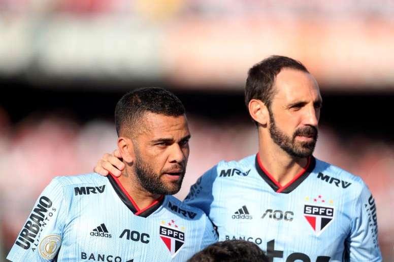 Estrela de Daniel Alves brilha e garante a vitória do São Paulo. EFE
