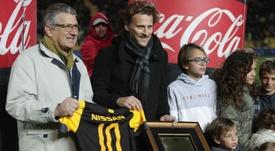 Diego Forlán recibió un bonito homenaje de Peñarol. EFE/Federico Anfitti