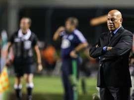 Roberto Mosquera deja el banquillo de Royal Pari. EFE/Keiny Andrade
