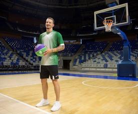 Presentación de Josh Adams como nuevo jugador del Unicaja Baloncesto, en el Palacio de los Deportes ?José María Martín Carpena? de Málaga. EFE/Daniel Pérez