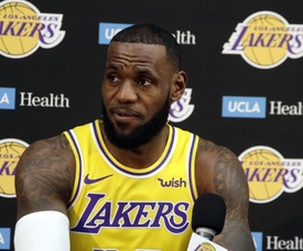 En la imagen un registro Lebron James, alero estrella de los Lakers de Los Ángeles. EFE/Mike Nelson/Archivo