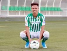 Álex Moreno, al fin presentado con el Betis. EFE