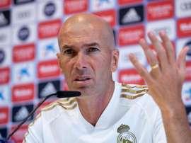 Zidane a montré sa frustration après la mauvaise gestion de la fin du match. EFE