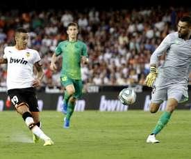 Rodrigo, do Valencia, quase se vai. EFE