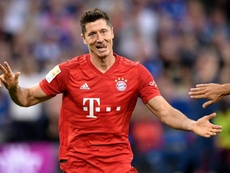 Lewandowski reina en el debut de Coutinho. EFE