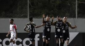 Aguilar pone la directa a los mandos de Independiente Chorrera. EFE