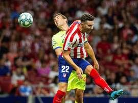 Mario Hermoso sufre una lesión muscular en al aductor de su pierna izquierda. EFE