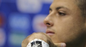 Chicharito busca el gol ante el Madrid. EFE