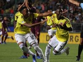 Brasil e Colômbia medem forças. EFE/Elvis González