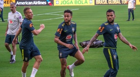 Neymar is not his usual self in Brazil's training sessions. EFE