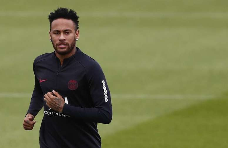 Paris Mayor and PSG ultras expect Neymar to deliver. EFE