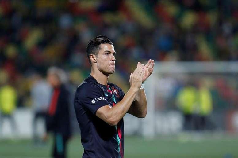 Cristiano Ronaldo sueña con retirarse como el máximo goleador internacional. EFE/EPA