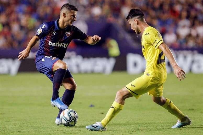 Bardhi, dispuesto a todo en el Bernabéu. EFE