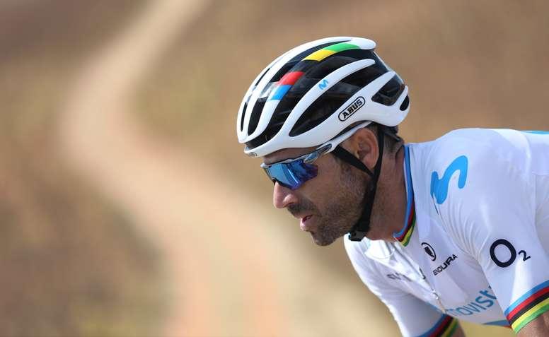 El ciclista murciano del equipo Movistar Alejandro Valverde durante la décimo séptima etapa de la Vuelta a España 2019. EFE/Javier Lizón