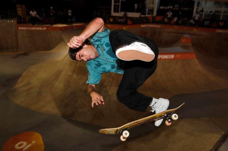 Pedro Barros de Brasil participa en un entrenamiento este martes, antes de competir en el Campeonato Mundial de Skate en la modalidad park, en el Parque Cándido Portinari, en la ciudad de Sao Paulo (Brasil). EFE/Sebastião Moreira