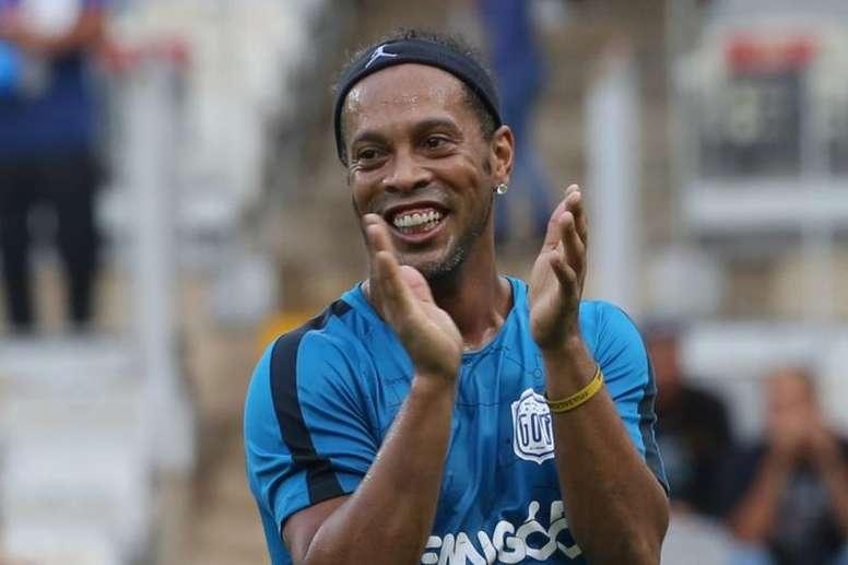 Ronaldinho debe hacer frente a una multa millonaria. EFE/Paulo Fonseca/Archivo