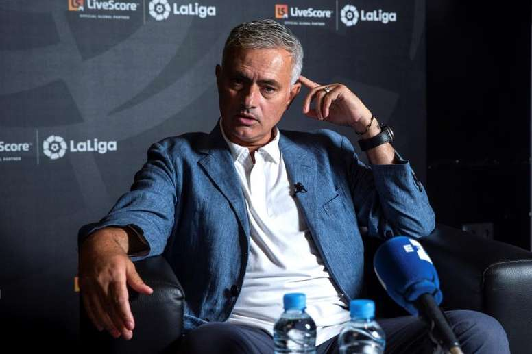 Jose Mourinho declined to take the vacant head coach position. EFE
