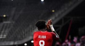 Flick confía en que Alaba se lo piense dos veces antes de salir del Bayern. EFE