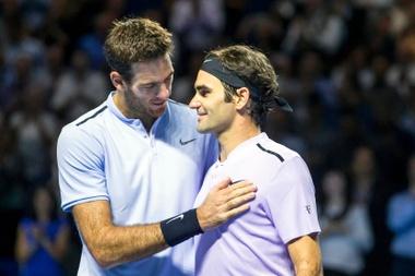 En la imagen, el suizo Roger Federer (d) y el argentino Juan Martín del Potro (i). EFE/Alexandra Wey/Archivo