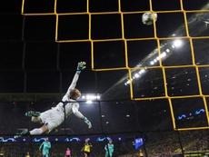 Ter Stegen, el salvavidas en Dortmund; el campeón cae en San Paolo. EFE/EPA