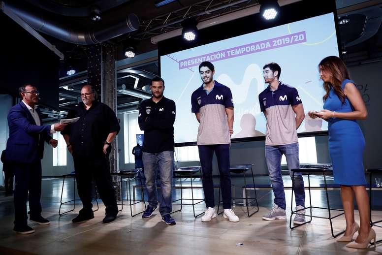 El nuevo entrenador del Movistar Estudiantes, el serbio Aleksandar D?ikic (2i), junto a su ayudante Daniel Gómez (3i), y los jugadores Edgar Vicedo (3d) y Darío Brizuela (2d) durante la presentación del equipo de baloncesto este miércoles en Madrid para la temporada 19/20 en La Liga Endesa. EFE/ Mariscal