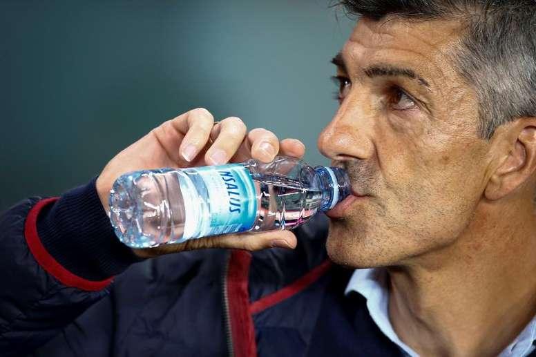 Imanol, contento con el liderato de la Real. EFE/Enric Fontcuberta