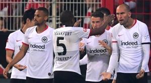 Dost y André Silva devuelven la sonrisa al Eintracht. EFE/EPA