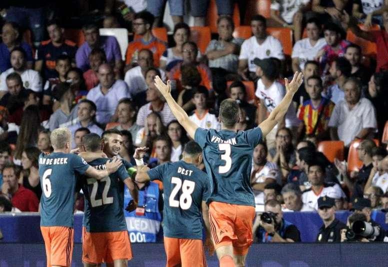 VIDÉO : Le but sensationnel de Ziyech contre Valence. EFE