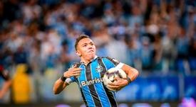 Pepê, Luciano e Thiago Neves podem espaço no Grêmio. EFE/Silvio Ávila