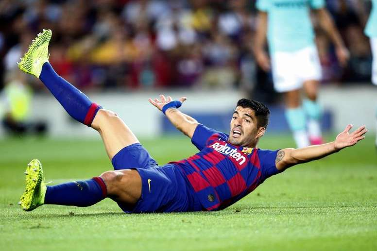 Luis Suarez could go to surgery because of his recurring knee problems. EFE